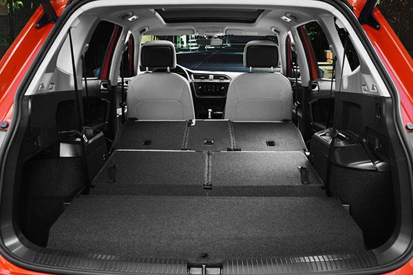 40/20/40-split folding rear seating