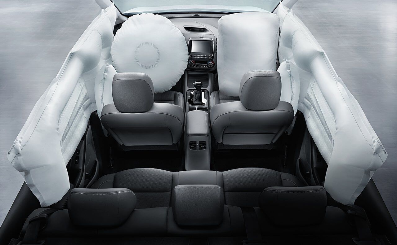 2018 Kia Forte interior with airbags